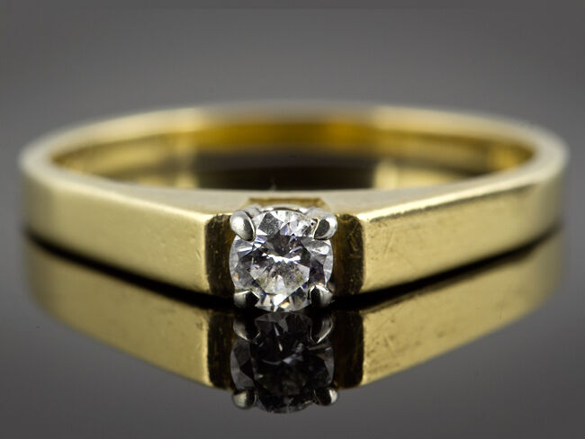 18 Carat Single 0.16 Carat Diamond Ring