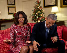 BARACK OBAMA LAUGHS AS HE & MICHELLE RECORD VIDEO MESSAGE - 8X10 PHOTO (ZZ-537)