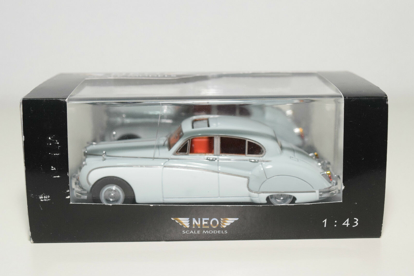 . NEO 43142 JAGUAR MARK IX TWO TONE LIGHT blueE WHITE MINT BOXED