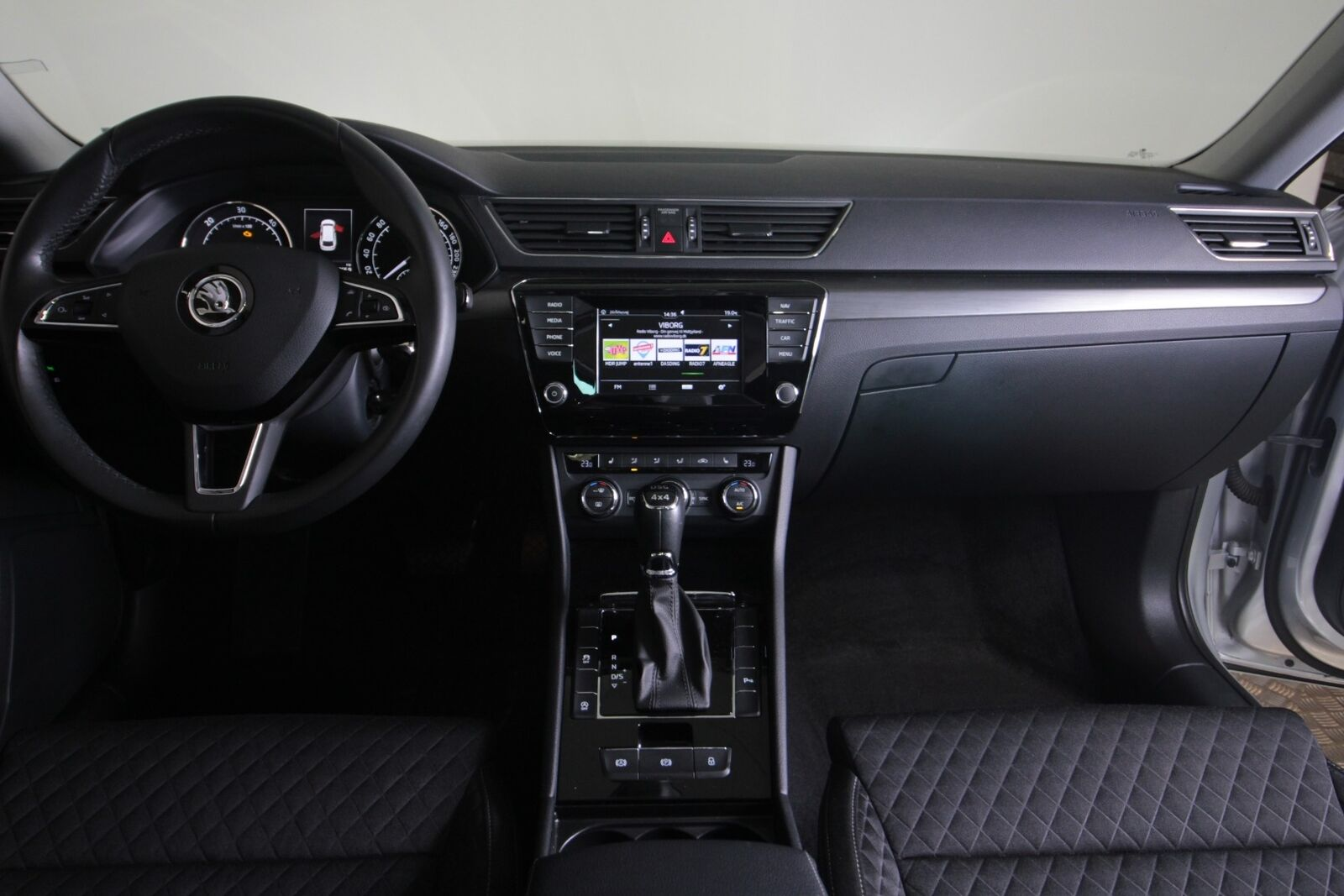 Skoda Superb TDi 190 Style Combi DSG 4x4