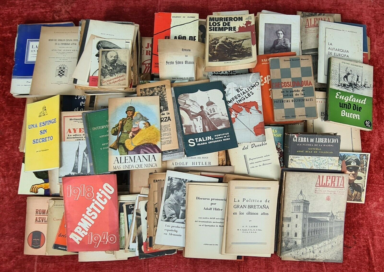 COLLECTION OF 167 PUBLICATIONS OF THE II WORLD WAR. SEVERAL TITLES. XXTH...