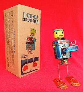 Robot Drummer. Tole sérigraphiée. Hauteur 20 cm. Origine INDE. Neuf