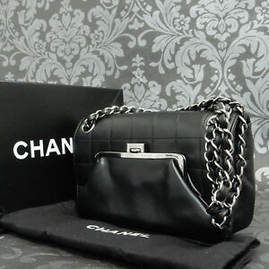 b65e37f9d299 Rise-on CHANEL Chocolate bar Kiss-Lock Frame Black Leather Shoulder ...