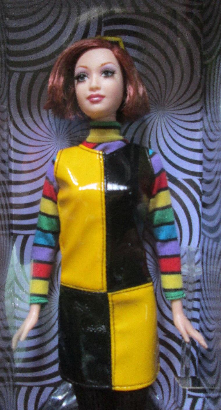 2004 Rara + muy difícil de encontrar  Nuevo en Caja  Barbie   Mod rojoux   oro Label  Exclusivo Barbie. com  nunca quitado de la Caja   como Nuevo