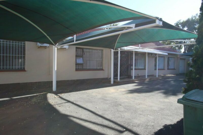 364m² Commercial To Let in Brackendowns at R33.00 per m²