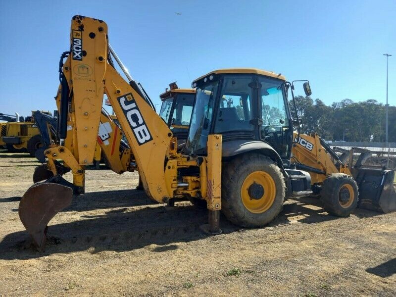 JOB 3CX twin front and backhoe loader available. Call 0768372075