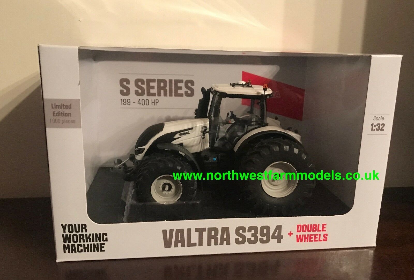 UNIVERSAL HOBBIES 1 32 SCALE 5242 VALTRA S394 WITH DUAL WHEELS (WHITE) 1000 pcs