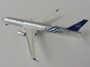 VIETNAM-AIRLINES-SKYTEAM-Airbus-A350-900-1-500-Herpa-532693-A-350-A350XWB-XWB