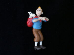 Tintin-and-Milou-Figurine-Key-Chain-Snowy-being-carried-on-Tintin-039-s-Shoulder