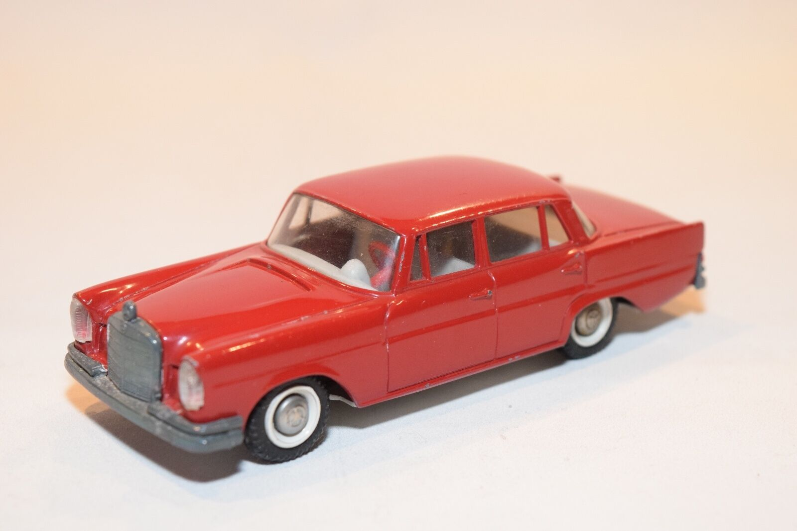 .. TEKNO DENMARK 726 MERCEDES BENZ 220 SE 220SE RED NEAR MINT RARE SELTEN