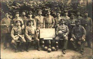 1-Weltkrieg-Echtfoto-Privatfoto-Soldaten-Gruppe-034-Kriegs-Kegeln-Rueckenwahn-034-War-I