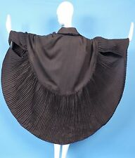 VICTORIAN TURN OF CENTURY BLACK/BROWN WOOL SCALLOP SHELL CAPE BY WORTH PARIS
