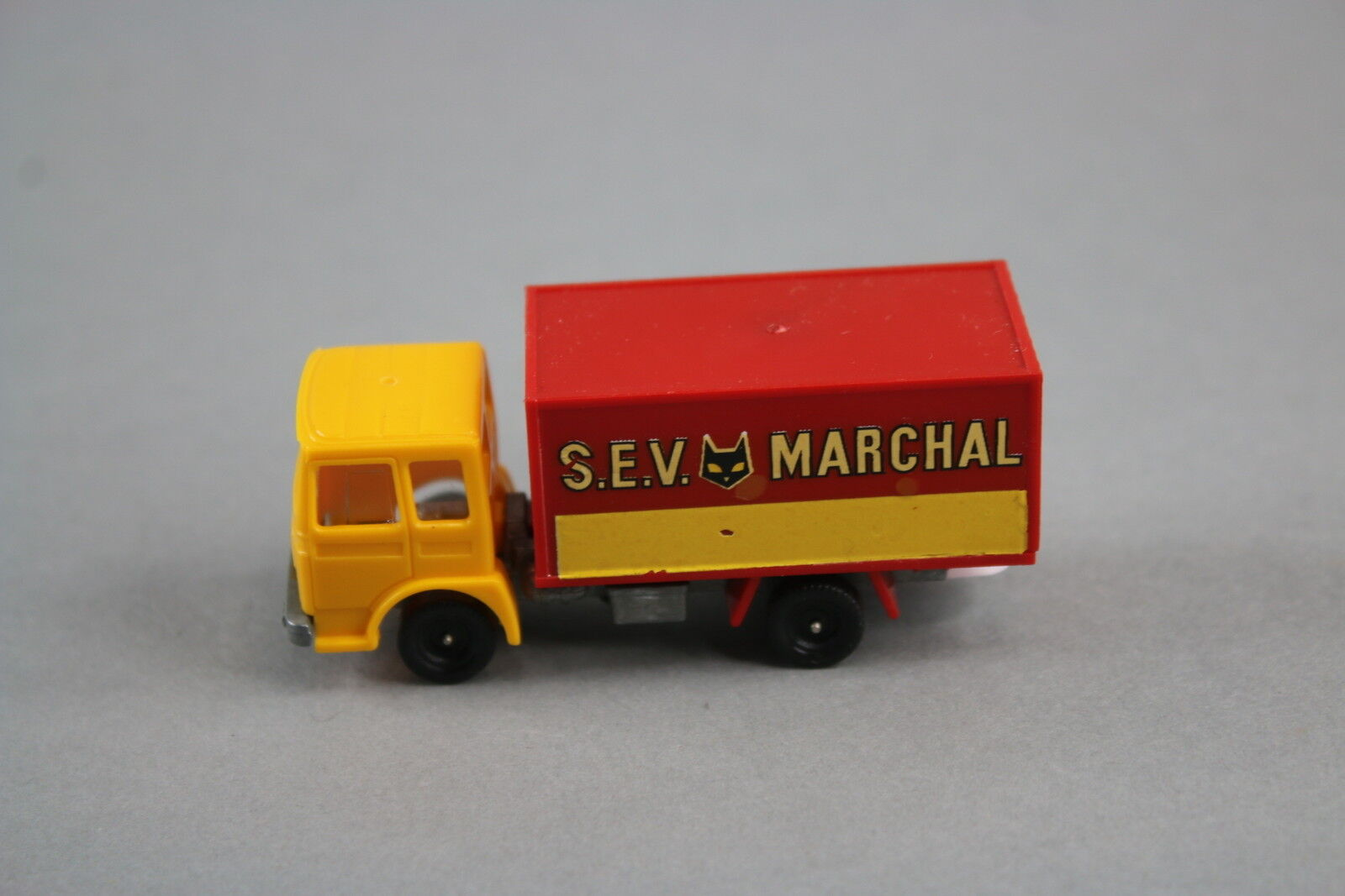 V578 Champion 73mm rare camion saviem SM 300 SEV Marchal production 1973