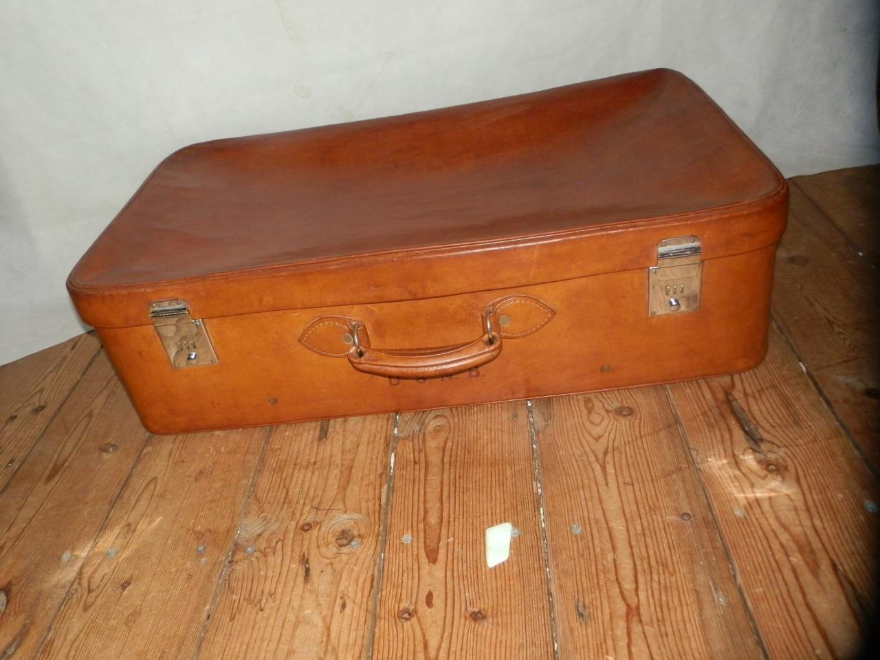 Vintage Soft Calf Hide English cuir voyage Suitcase. Made by  Harrods London