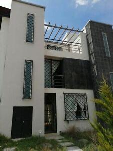 Bonita casa de 3 niveles en Paseos de la Plata, Pachuca
