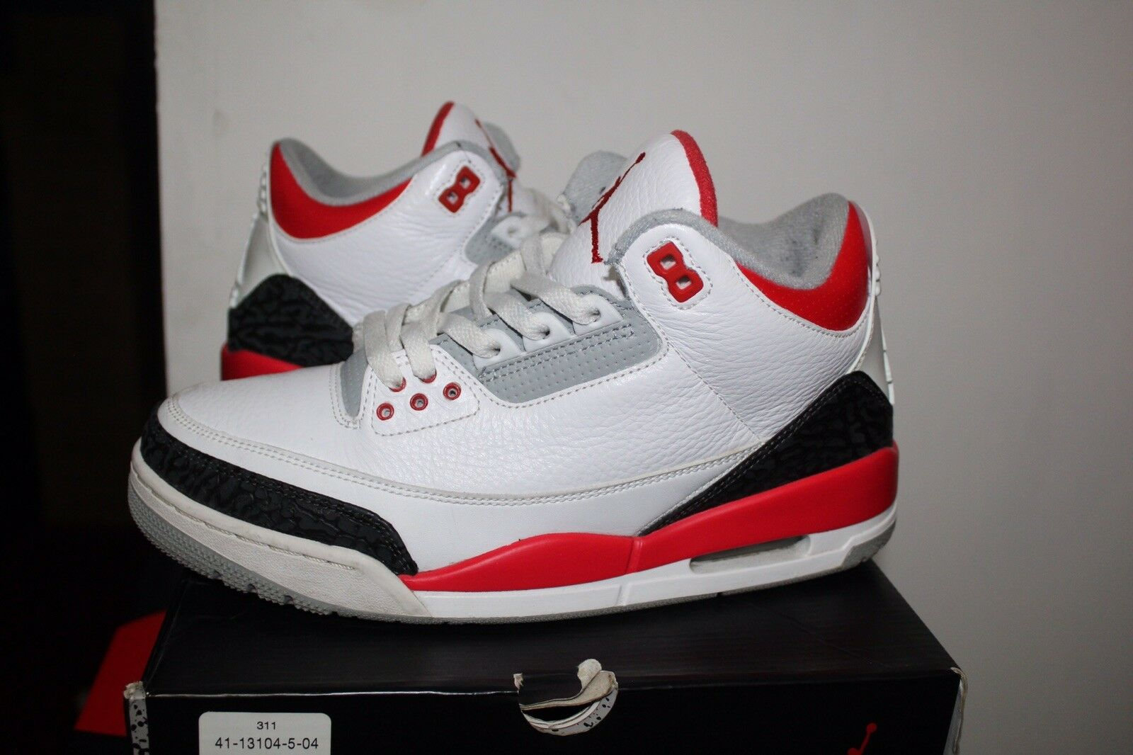 Air Jordan retro III 3 WHITE FIRE RED 2018 size 9 100% AUTHENTIC