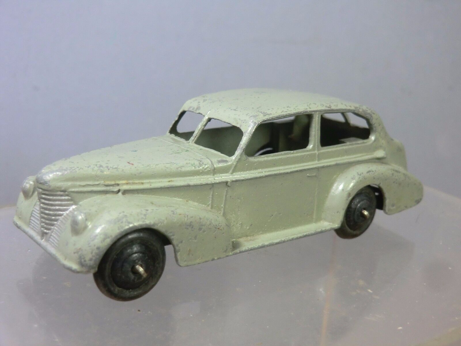 Schäbiges spielzeug modell no.39b oldsmobile 6 sedan  hellgrau - version