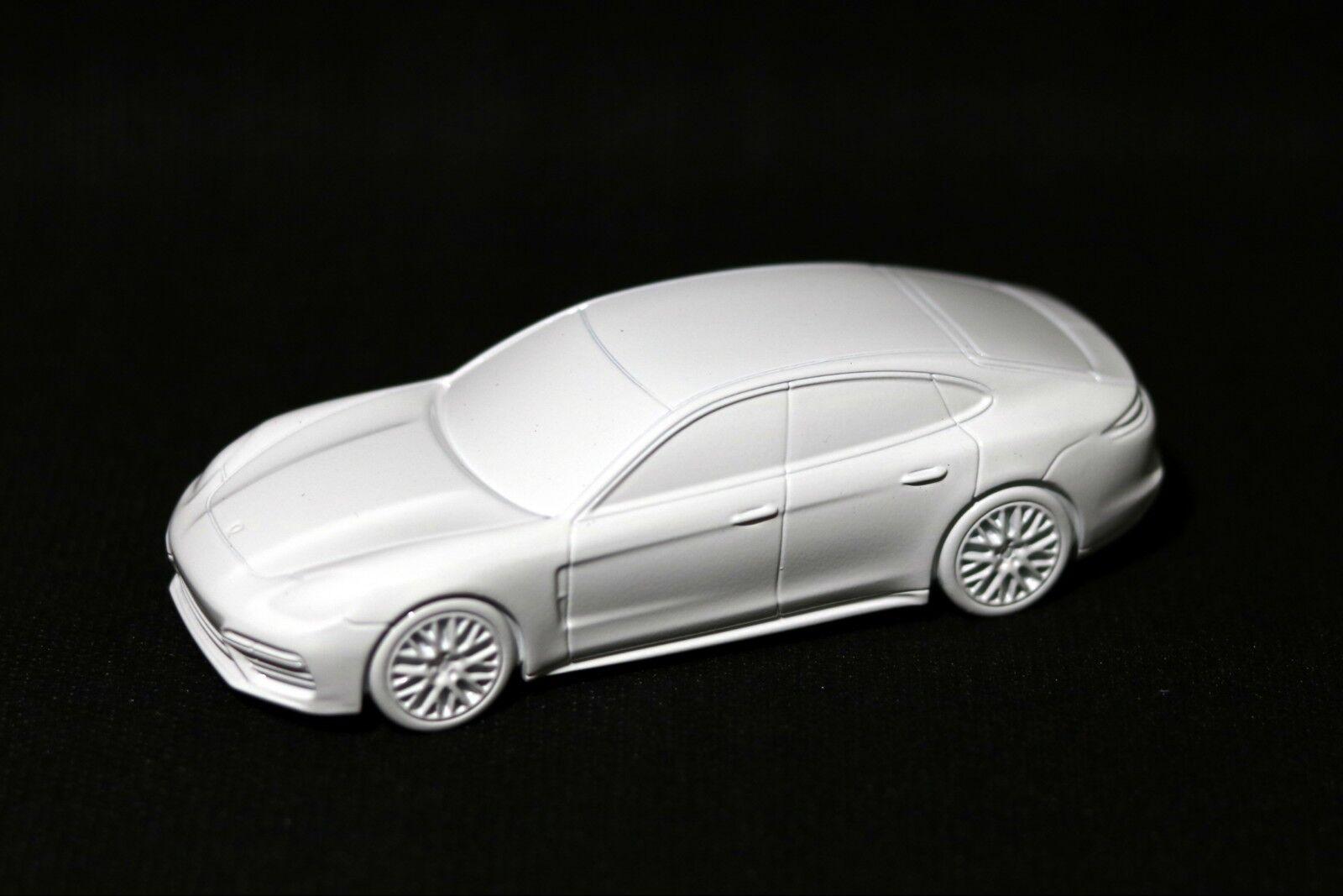 Porsche Panamera Turbo G2 Billet Model Paperweight Solid Metal Weiß RARE