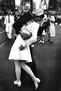 Times Square Kiss VJ Day Iconic Photography Art Print Poster 24x36 inch