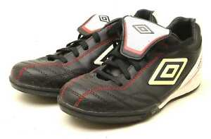 Umbro-Garcons-Taille-UK-5-Noir-Astroturf-Cuir-Baskets