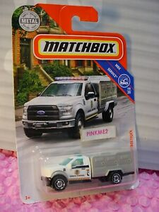 2019-Matchbox-81-039-10-FORD-ANIMAL-CONTROL-TRUCK-white-cab-SERVICE-19-20-CASE-N