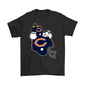 Snoopy And Woodstock Resting On Chicago Bears Helmet Black T-Shirt S-6XL