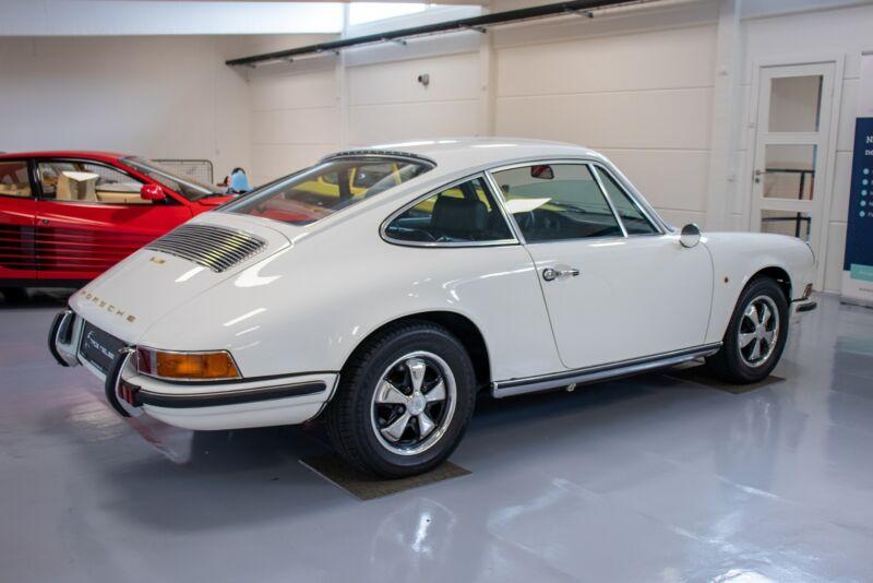 Porsche 911E Coupé - 4