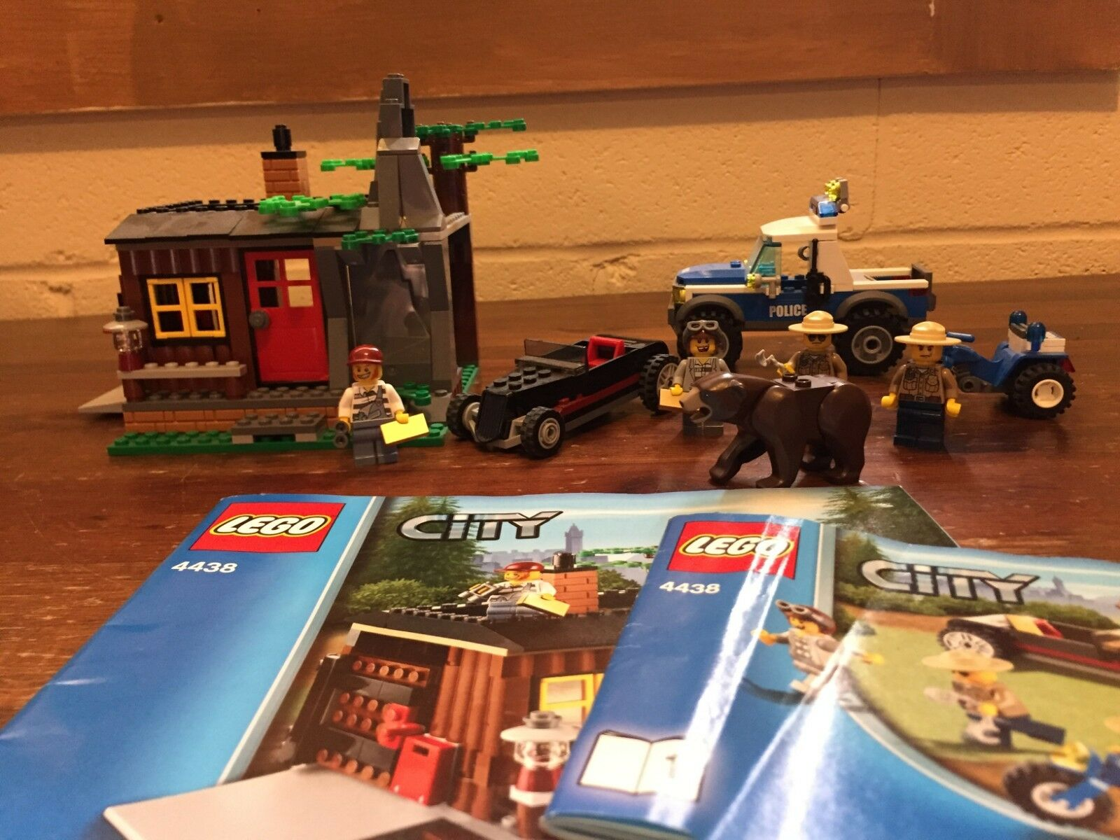 Lego City Robber's Hideout 4438 Exclusive Set