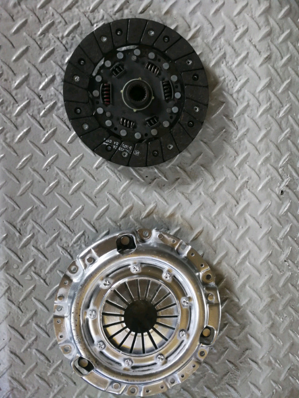 Ford courier 1.8 new Luk clutch plate .recon pressure plate