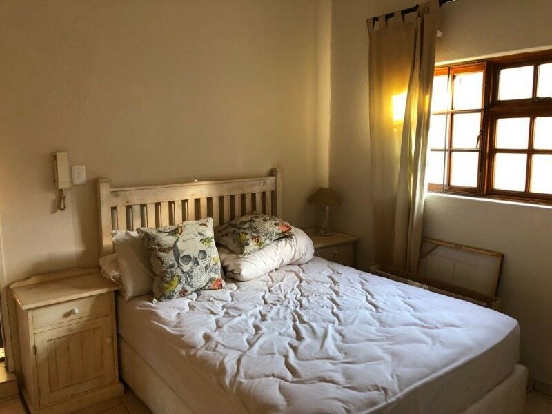 Secure Furnished Studio Cottage single professional Commuter 3-4 days week in Bedfordview