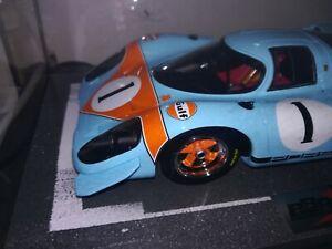BBR-1-18-Gulf-Porsche-917-69-LH-1-in-Vitrine