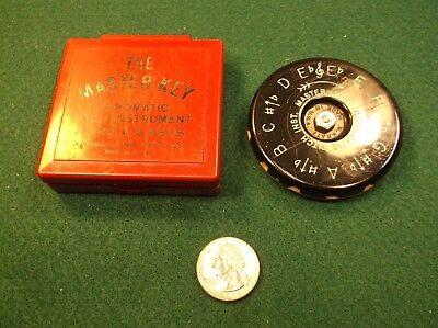 The Master Key MK3 Chromatic Pitch Pipe A440 13 Keys Eb-Eb