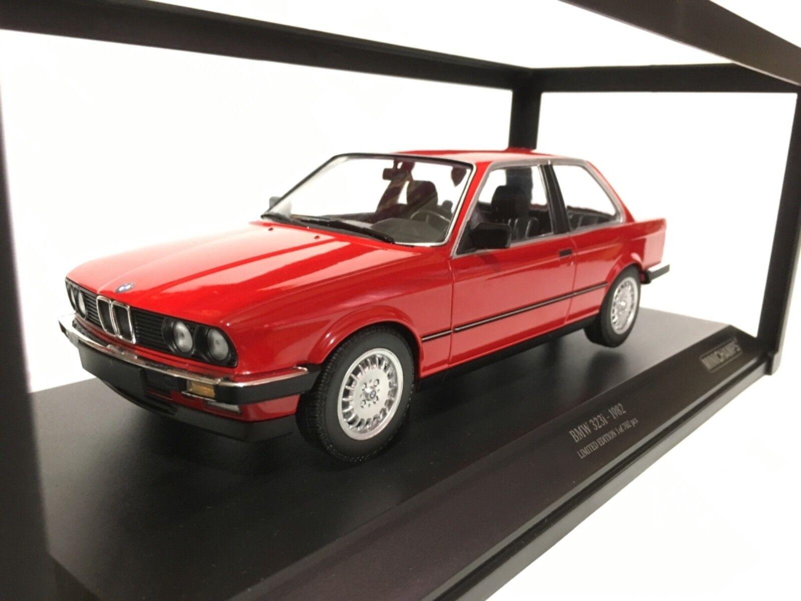 BMW 323i rosso 1982 Minichamps 1 18 155 026000