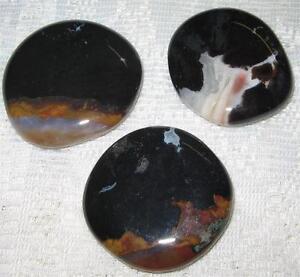 LOVELY SARDONYX PALM STONE 4cms Worry Healing Gemstone Crystal / Reiki Heal - A1