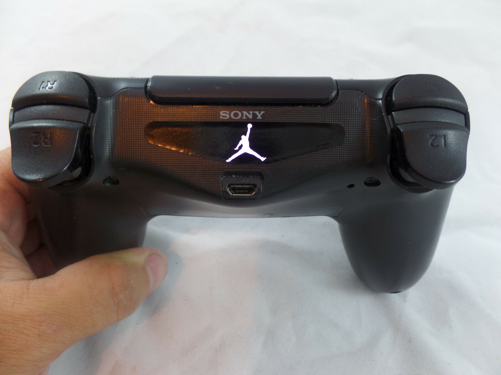 how to hold ps4 controller