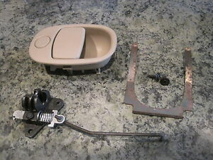 Saturn Vue Glove Box Latch Brown 2002 07