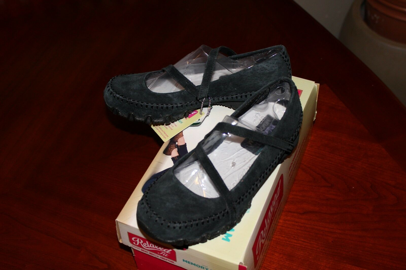 SKECHERS 49012 Womens Bikers Strollin sneakers - size 5.5 – NIB