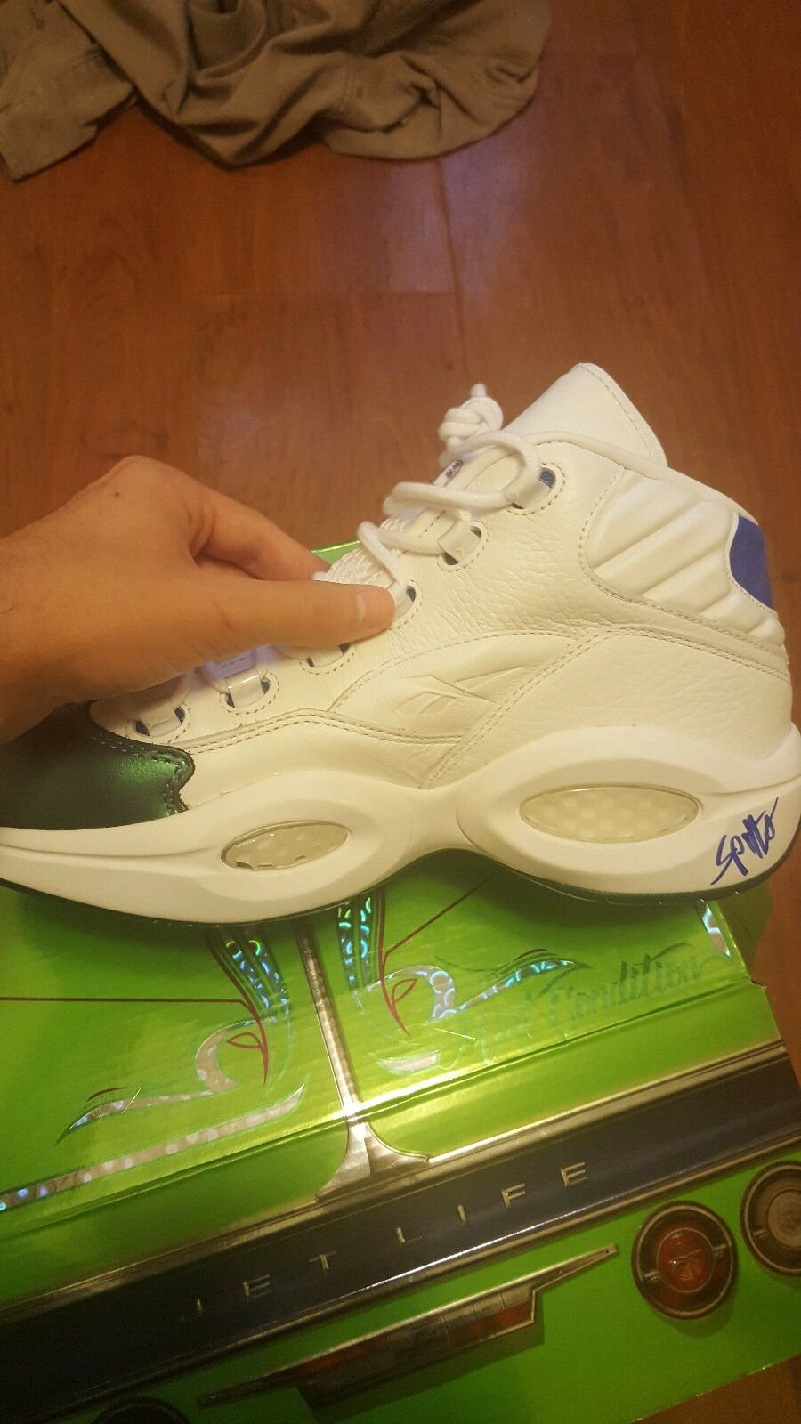 men's Reebok Iverson questions signed by Curreny size 10 *Best price*