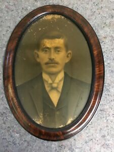 Antique-Oval-Frame-With-Flat-Glass-Image-Of-Man