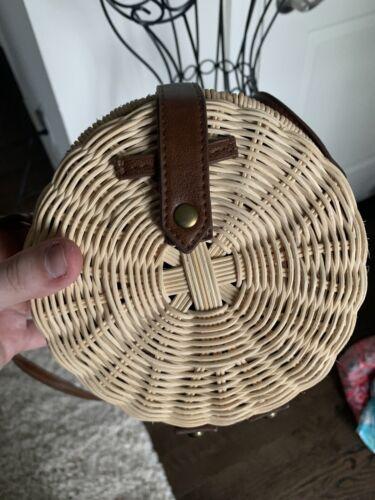 Trendy vintage straw handbag! Great Condition!