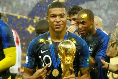 Poster Affiche Kylian Mbappe Equipe De France Coupe du Monde Trophe