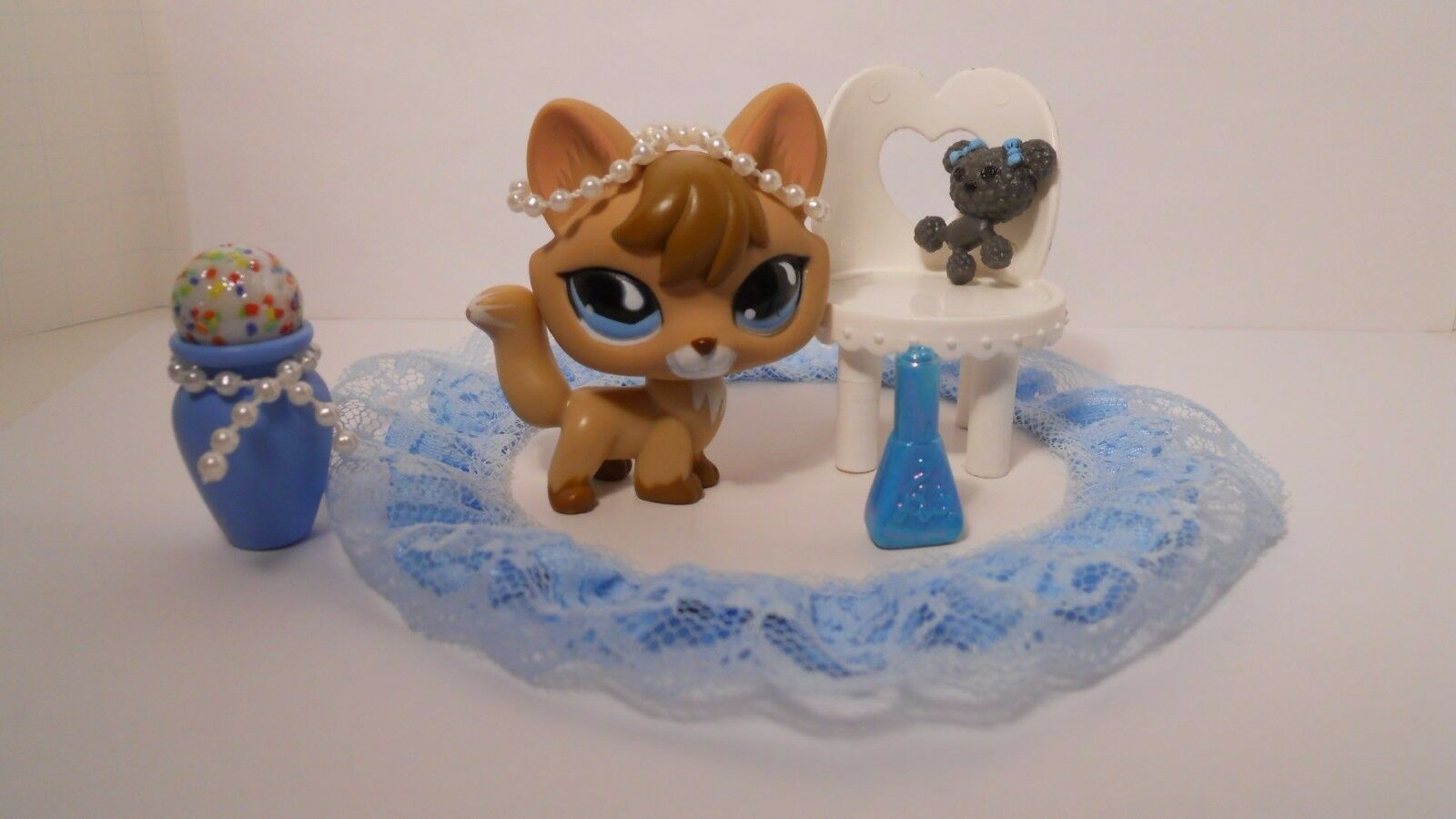 LPS Littlest Pet Shop Tan Tan Tan And Brown Fox With bluee Teardrop Eyes and access 6c0b36