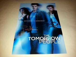 THE-TOMORROW-PEOPLE-CAST-X3-PP-SIGNED-12-034-X-8-034-POSTER-ROBBIE-AMELL-LUKE-MITCHELL