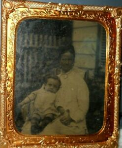 Rare-Outdoor-scene-1-6th-Tintype-of-mom-and-child-in-brass-frame