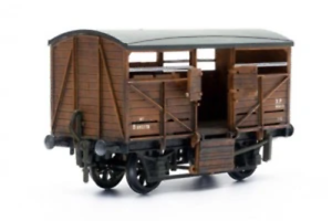 Dapol-C039-OO-Gauge-Cattle-Wagon-Plastic-Kit