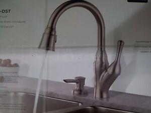 Delta Velino Stainless Pulldown Kitchen Faucet 16971 Sssd Dst Ebay