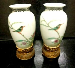 Pair-of-fine-Chinese-Miniature-Egg-Shell-Antique-Hand-Painted-Vases-Silk-Bases