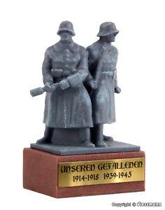 Vollmer-Figuren-H0-48286-Kriegerdenkmal-zu-Ehren-Deutscher-Soldaten