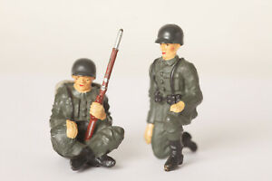 Hauser-Elastolin-Two-Soldiers-Kneeling-And-Seated-Germany-2-13-16in-33993