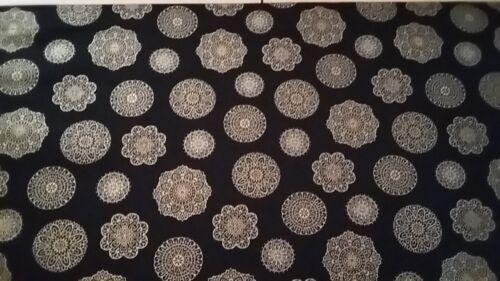 Timeless Treasures Alexandria Gold Snowflakes on Black Design New-100/% Cotton